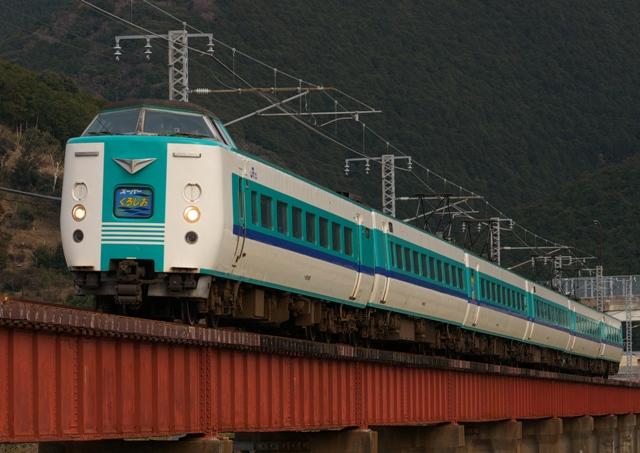 120228-JR-W-381-superkuroshio-kiihiki-1.jpg