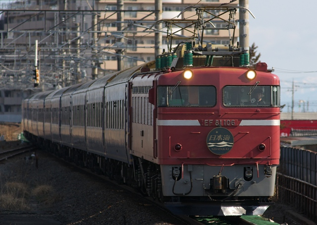 120311-JR-W-Blue train nihonkai-EF81-106-5