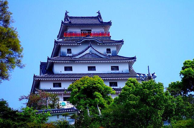 唐津城と三の丸辰巳櫓