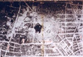 投下の瞬間を撮影した米軍の空中写真
