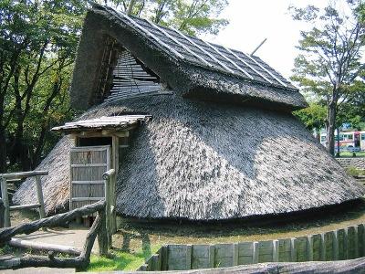 登呂遺跡の茅葺き屋根の住居
