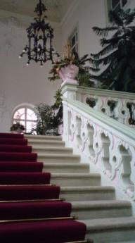 グドゥルー宮殿へ、ようこそ