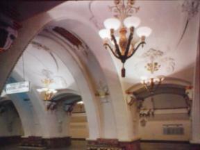 美しき青きモスクワ地下鉄