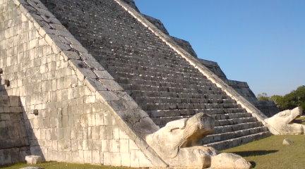 ククルカンのピラミッド(El Castillo)