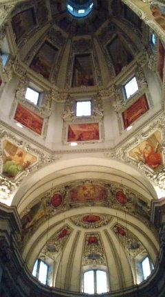 何度も生まれ変わってきた大聖堂