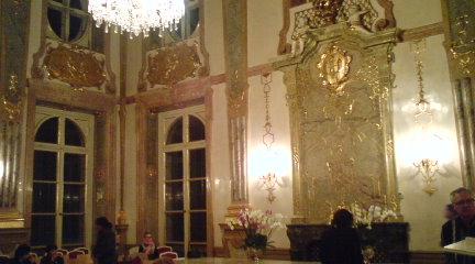 宮殿での夜