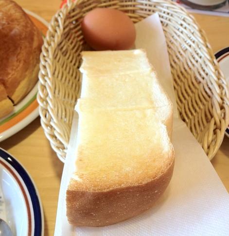 モーニングのゆで卵とトースト