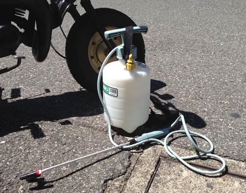噴霧器で洗車する