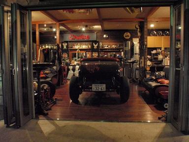 フォードエンジン組直しの為、室内へ (3)