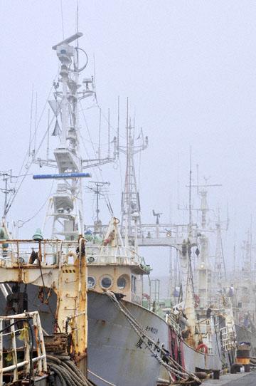 blog Kushiro Port, Fishing Boats_DSC6933-6.28.11 (2).jpg